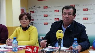 Carrión y Alarcón en la sede del PSOE de El Ejido.