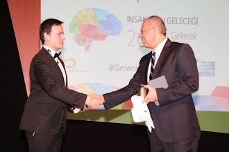 Photo: Soldan sağa: Sunucu Yusuf Baykal Bozkurt, Yeditepe Üniversitesi Rektörü Prof. Dr. Nurcan Baç