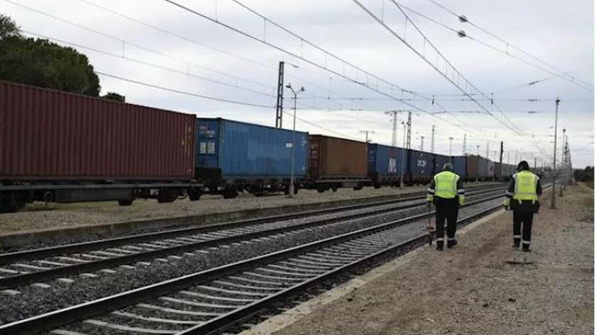 La furgoneta en la que viajaban ha sido arrollada por un tren de mercancías a primera hora de este miércoles.