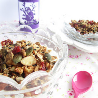 Granola with Quinoa and Maple Syrup.