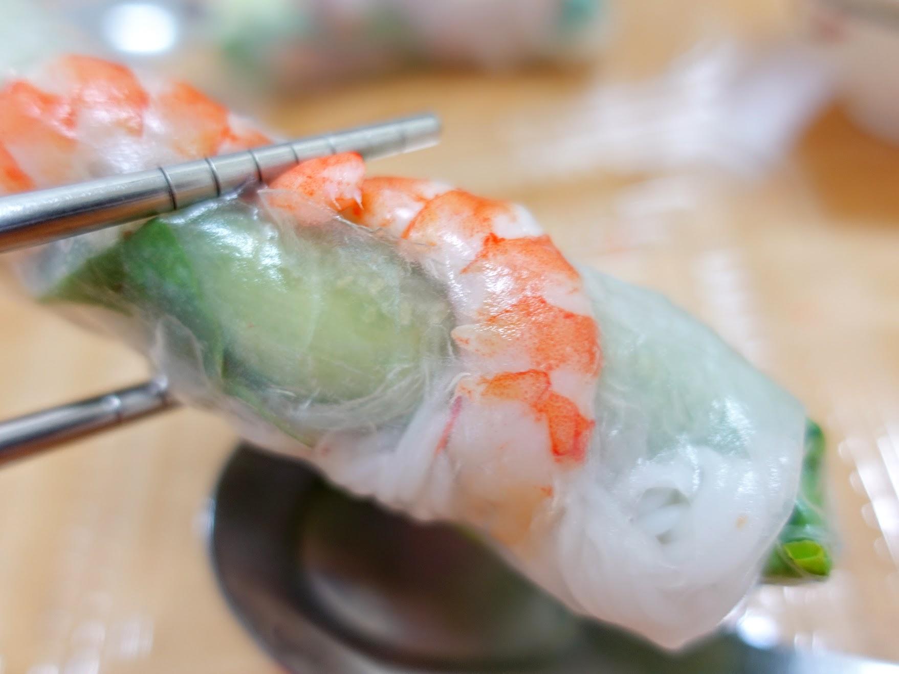 裡頭有蝦子/豬肉片,可沾著魚露醬來加重口味...