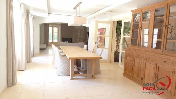 Vente villa 6 pièces 252 m2