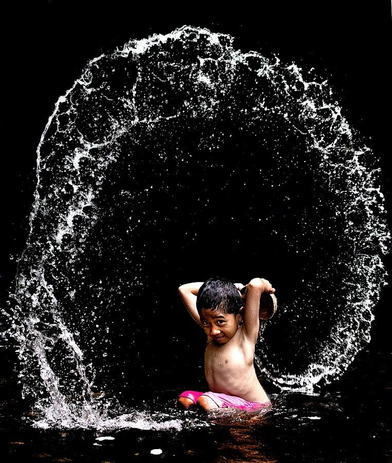 fountain of water by Hendrik Cuaca - Babies & Children Children Candids ( kids in the summer )