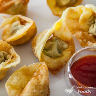 Hoi An Wontons with Spicy Tomato Sauce