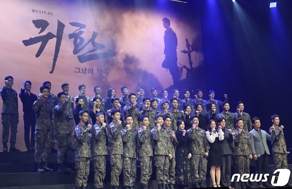exo xiumin 2019 army 9