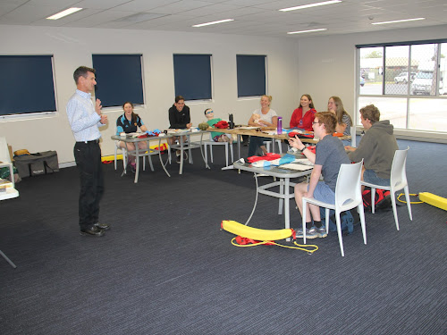 See Clearly Now's Gary Johnson leads a session at the Narrabri Aquatic Centre.