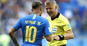 Un árbitro que no se le da bien a España.