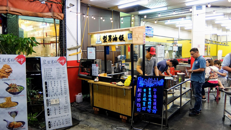 小小攤位,爆紅時候生意超好都要排隊,油飯都賣光光QQ