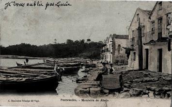 Photo: Moureira de Abaixo con varias xeiteiras, barcas dos pescadores para coller sobre todo a sardiña.