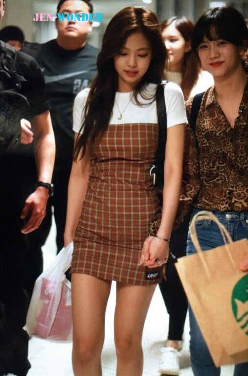 blackpinkrainbow_brown_jennie