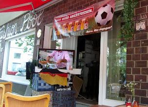 Photo: Warten auf Niederlande-Brasilien