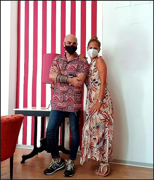 Sergi Regal junto a Pastora Soler preparándole su vestuario.