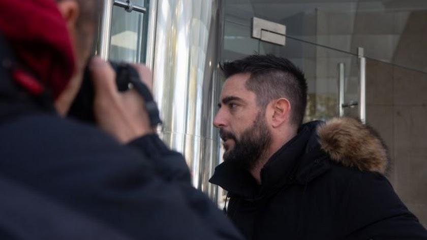 El cómico, al entrar en el juzgado. / Ricardo Rubio (Europa Press)