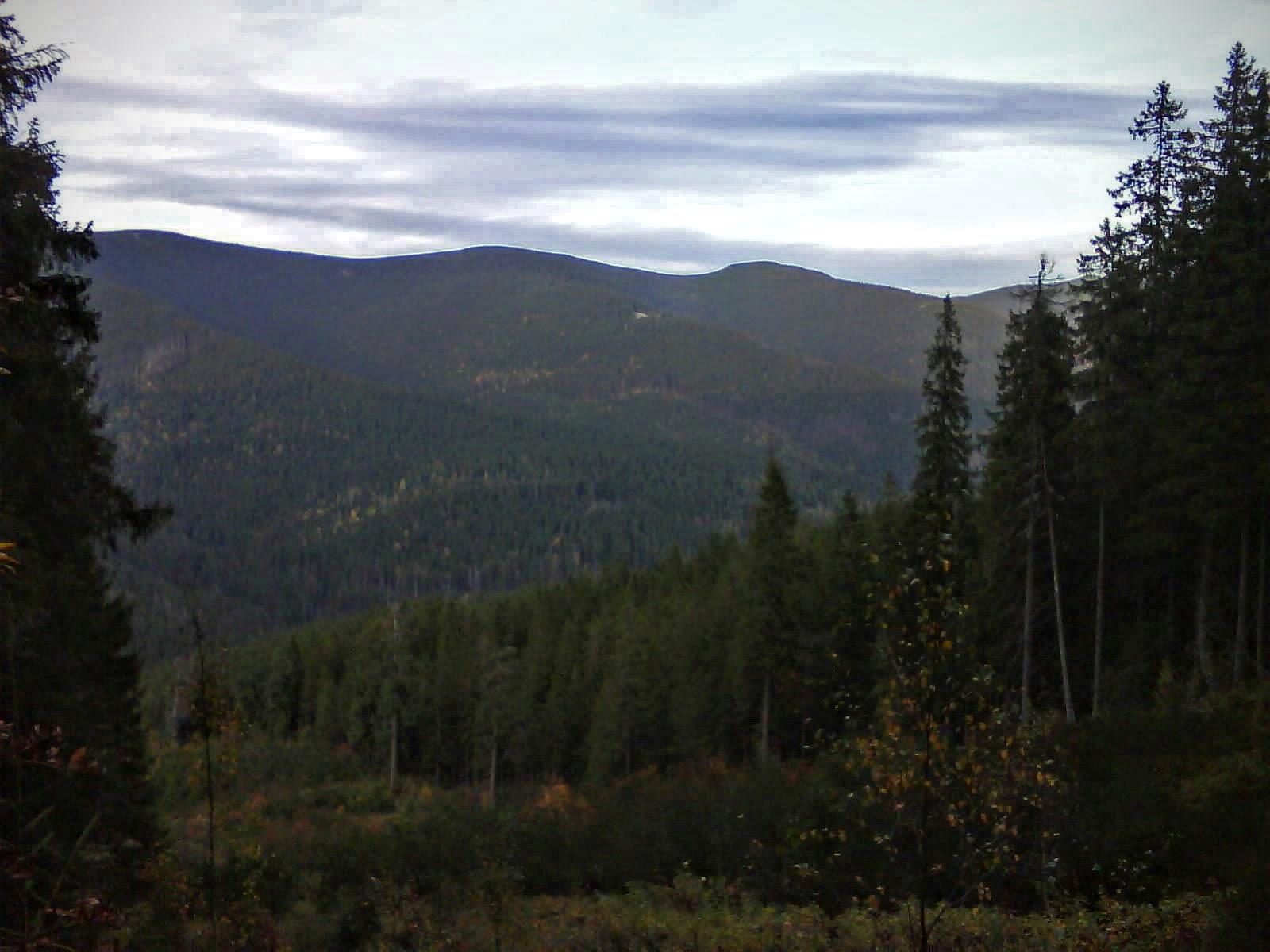 Вид з північного траверсу Яйка Ілемського