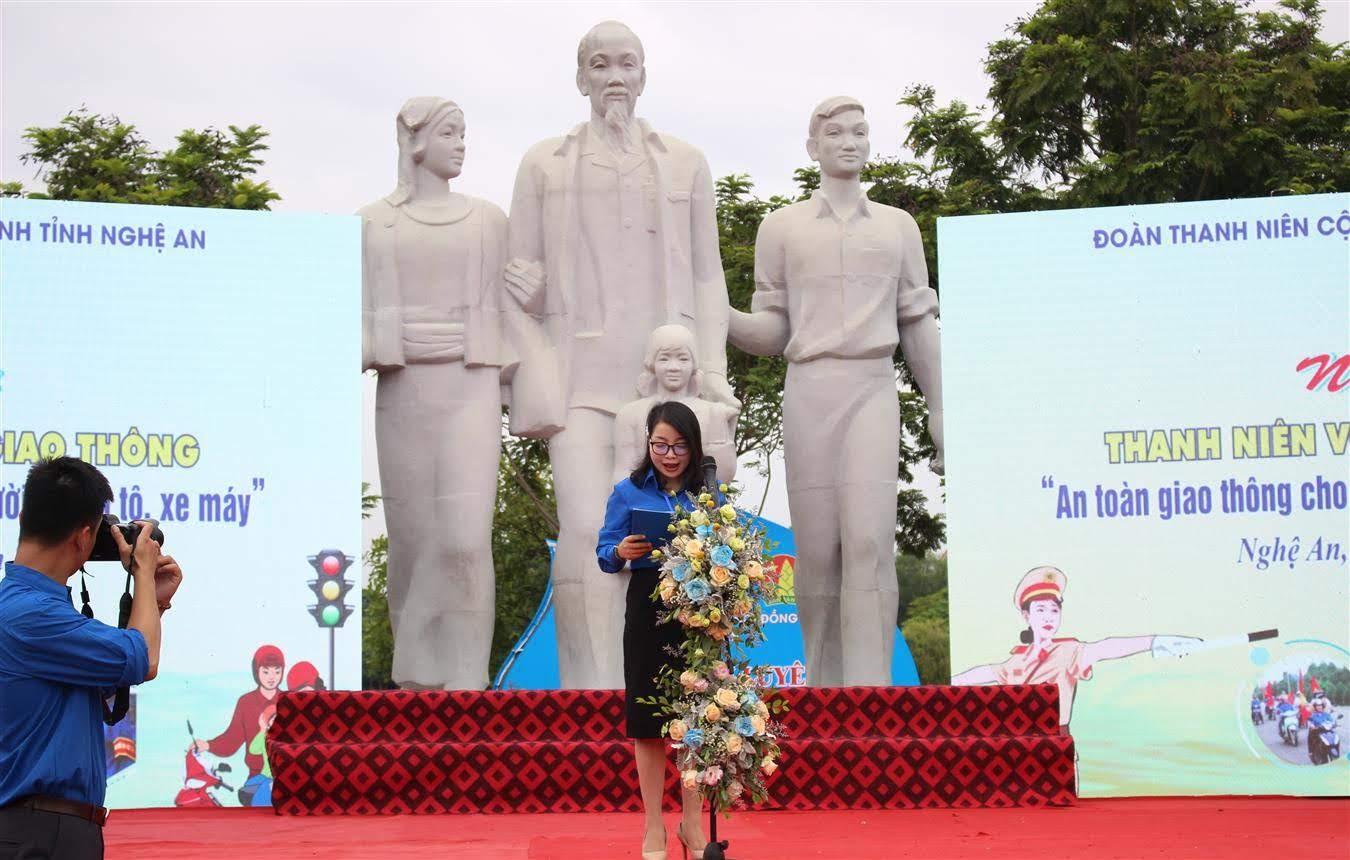 Quyền Bí thư Tỉnh đoàn Nghệ An – Nguyễn Thị Thơm phát biểu khai mạc
