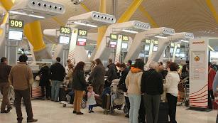 Colas en el aeropuerto de Almería.