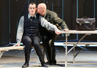 Photo: WIEN/ Volksoper: DIE VERKAUFTE BRAUT von Bedrich Smetana. Inszenierung: Helmut Baumann. Premiere am 17.2.2013. Matthias Klink, Martin Winkler. Foto: Barbara Zeininger.