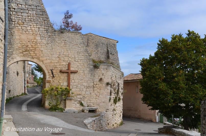 Gorges de la Nesque, Monieux