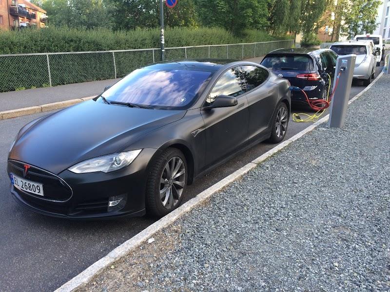 Oslo, Tesla, charging station