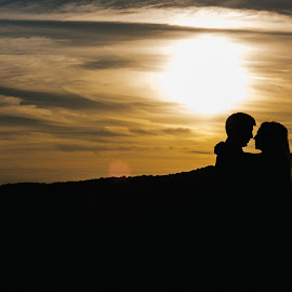 Silhouette sunset by Laura Barbera - Wedding Bride & Groom ( hug, sunset, silhouette, romantic, sun )