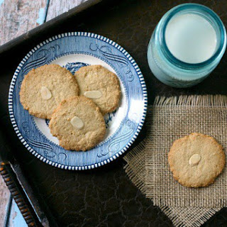 Vegan Almond Cookies.