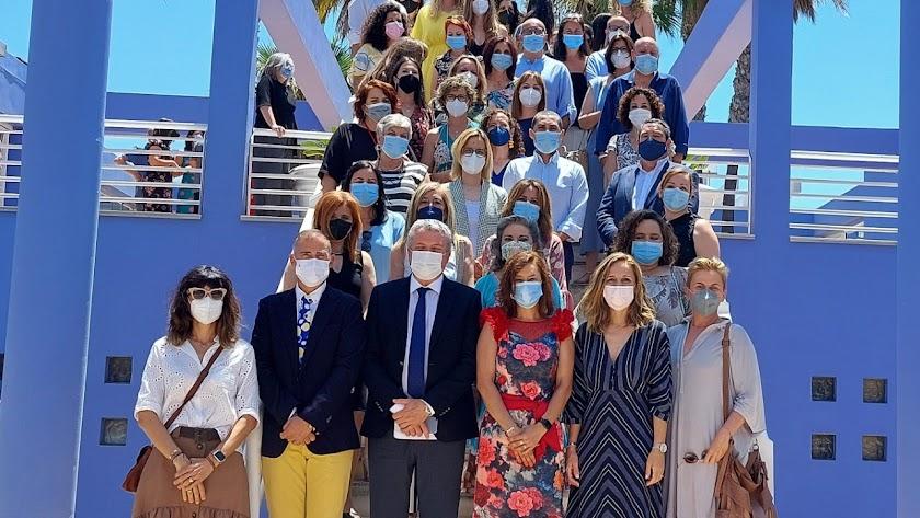 Foto de familia de los delegados con las enfermeras referentes.