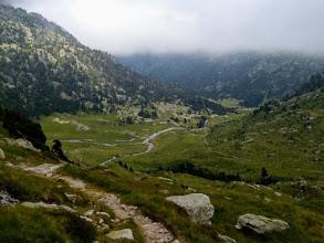 Photo: La discesa verso il Ref Wallon lungo la Vallée de Marcadau: in Spagna c'era il sole, ribeccati le nuvole!