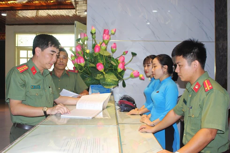 Ban Giám đốc Nhà nghỉ dưỡng 382 kiểm tra công tác tiếp đón, lễ tân