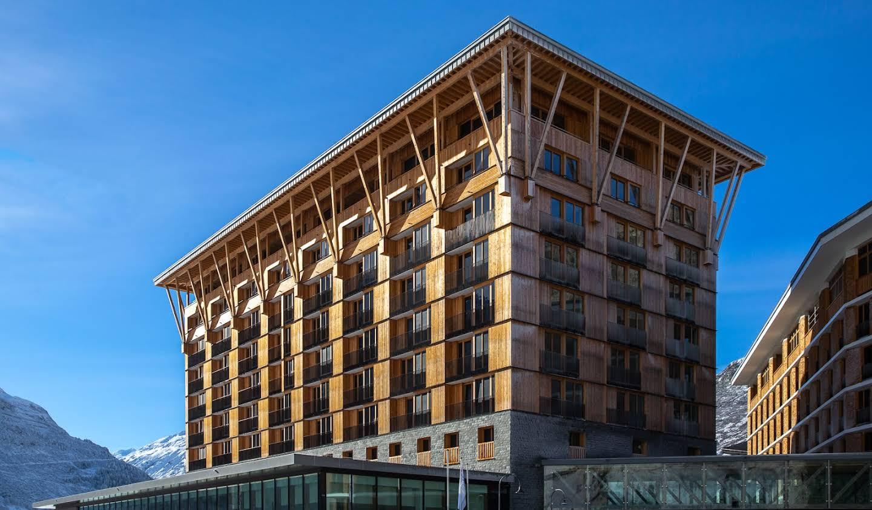 Appartement contemporain avec terrasse et piscine Andermatt