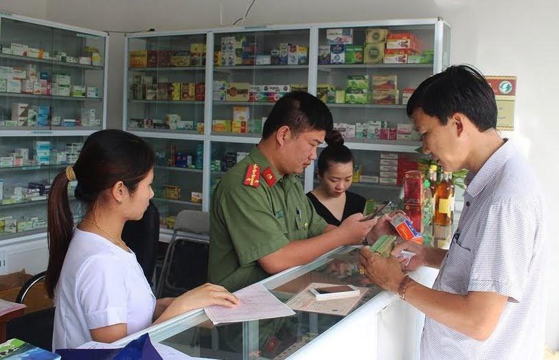 Kiểm tra cơ sở y tế hành nghề dược tại địa bàn huyện Quỳnh Lưu