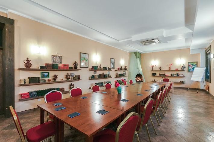 Фото №2 зала Зал «Библиотека»