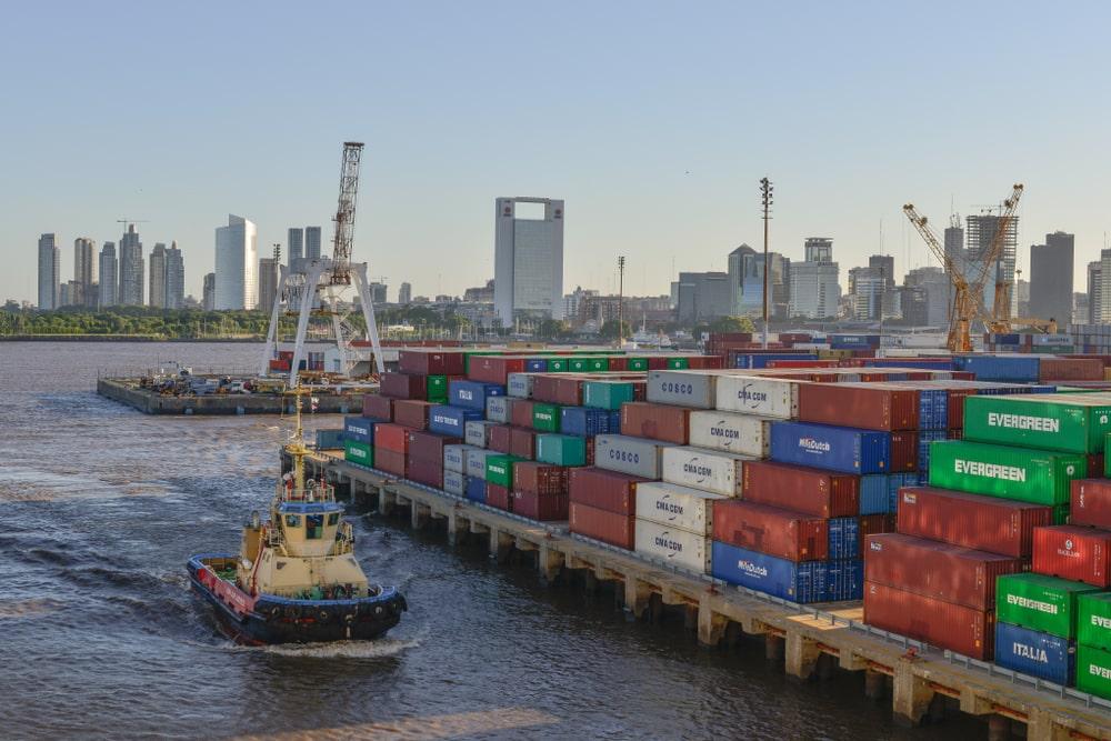 Greves nos portos argentinos contribuíram para a alta do cereal brasileiro. (Fonte: Shutterstock/Mark Anthony Ray/Reprodução)