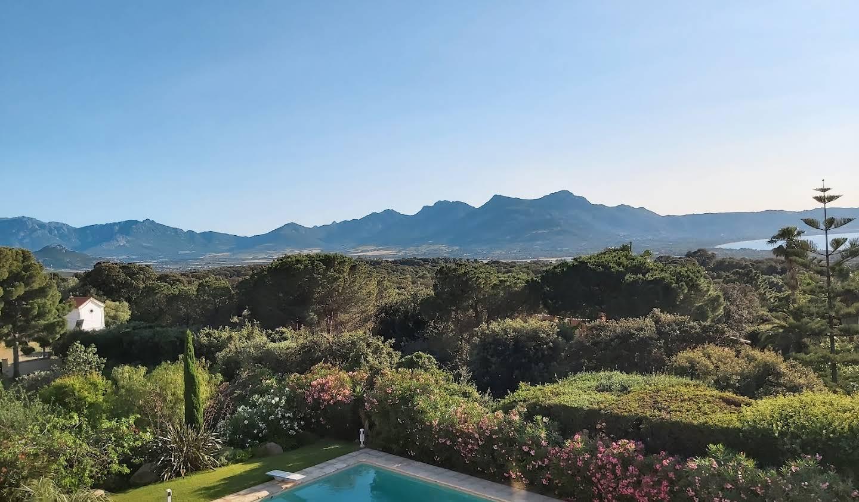 Seaside property with pool Lumio