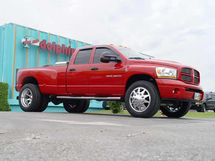 Photo: 2005 DODGE 3500 22.5 INDEPENDENCE  255/70-22.5 HANKOOK ALL POSITION TIRES & STOCK SUSPENSION