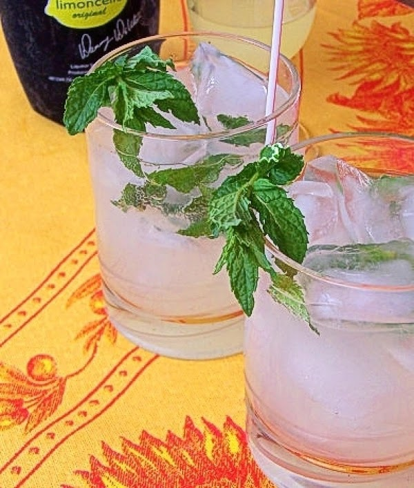 Lime-oncello Spritzers With Mint Recipe