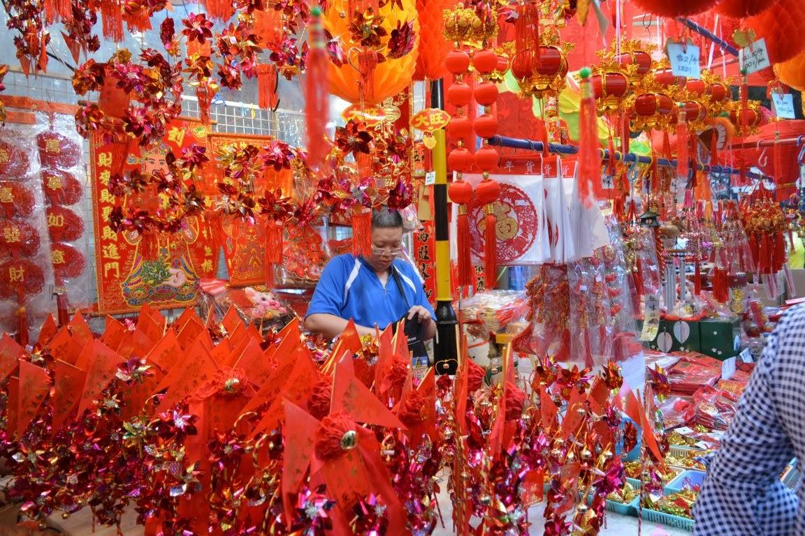 Pernak pernik souvenir yang di jual di pasar di Pagoda st