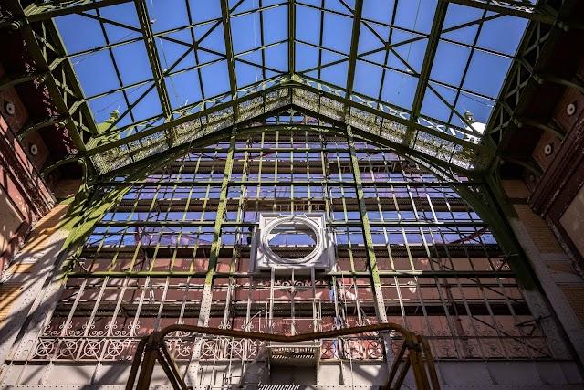 Estructura metálica de la fachada principal