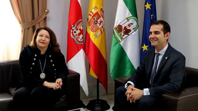 Carmen Crespo y Ramón Fernández- Pachecho en su encuentro.