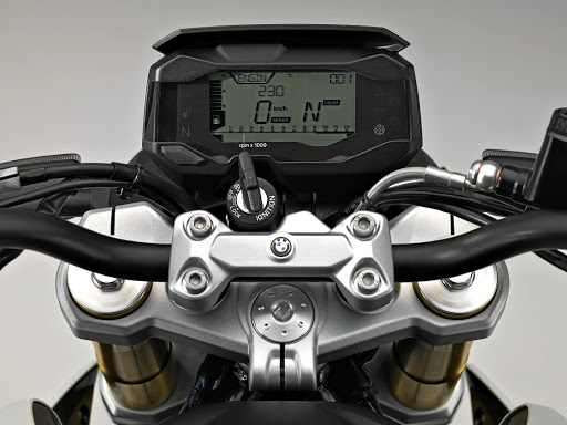 All the instrumentation is in one digital screen. Picture: BMW MOTORRAD SA