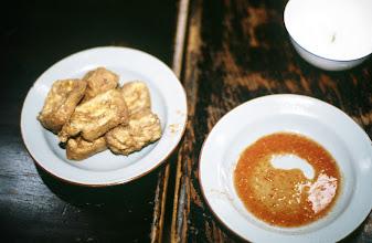 Photo: 10997 上海/清真点心店/臭腐干(チョウフーガン)/臭豆腐(チョウトウフー)を揚げたもの
