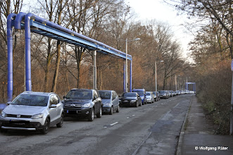 Photo: Parkende FFH-Rosensteinpark-Sontagsbesucher-Autos in der Ehmannstraße