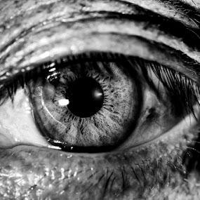 The eye by Soyam Chhatrapati - People Body Parts ( macro, micro, macro photography, black, eye )