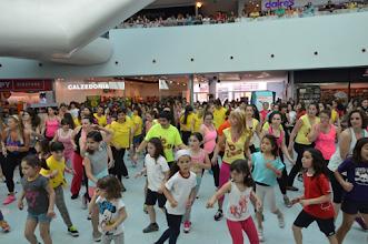 Photo: Cerca de 150 pessoas participaram na Mega aula de Zumba no Vivaci