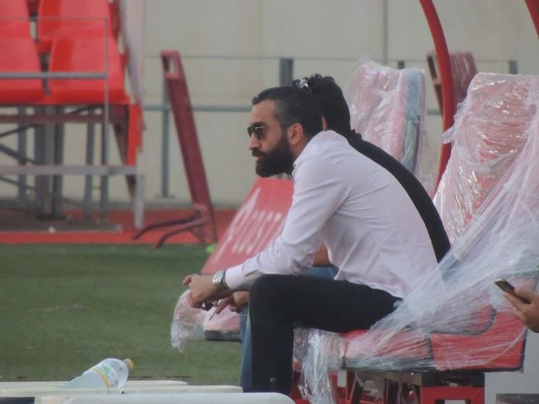 Mohamed El Assy, pendiente del entrenamiento.