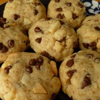Macadamia Chocolate Chip Shortbread Cookies