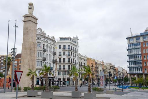 valencia-public-square-1.jpg - Classic buildings frame a public square in Valencia, Spain.