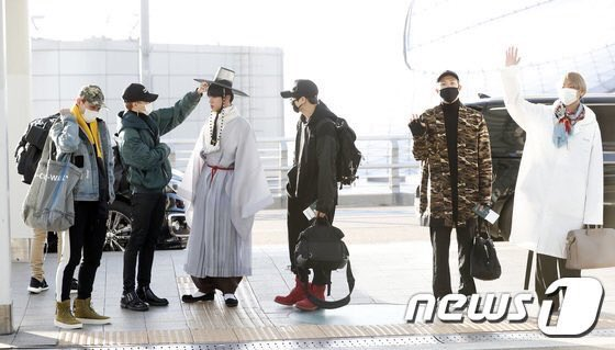 e0eae5fb500205 BTS Jin Trends In Korea After Showing Up To The Airport In Full Hanbok