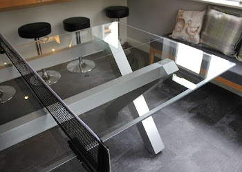 Glass X-Pong with Aluminum legs