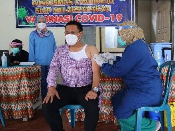 Sujatno Ketua DPRD Magetan Akhirnya di Suntik Vaksin