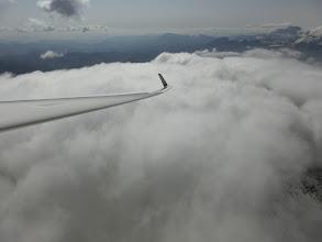 Photo: ... das Tal über geschlossener Wolkendecke überqueren